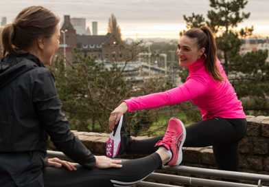 Twee vrouwen stretchen