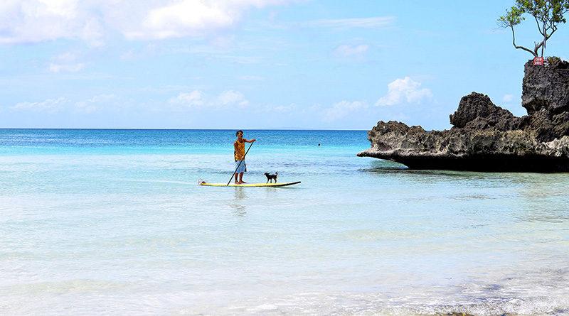Man op surfplank