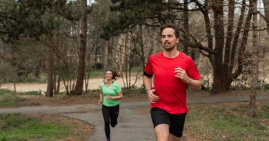 Man en vrouw die hardlopen